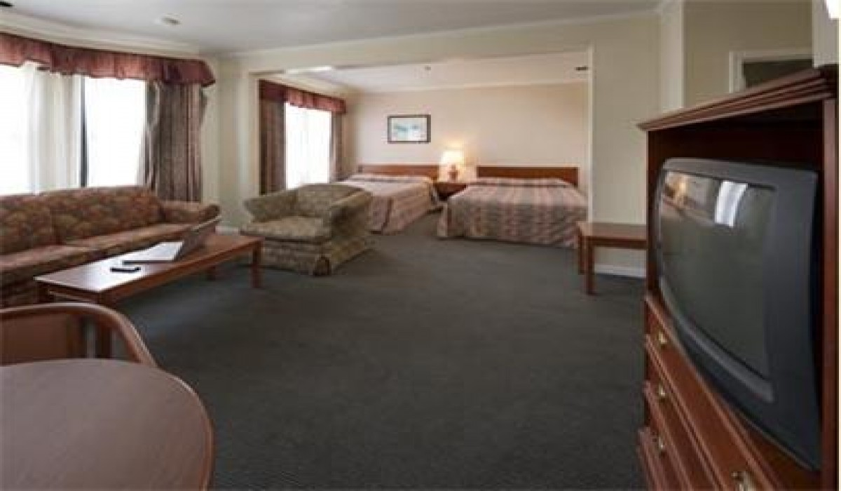 Alpha Inn & Suites San Francisco - Spacious 2 Queen Family Suite