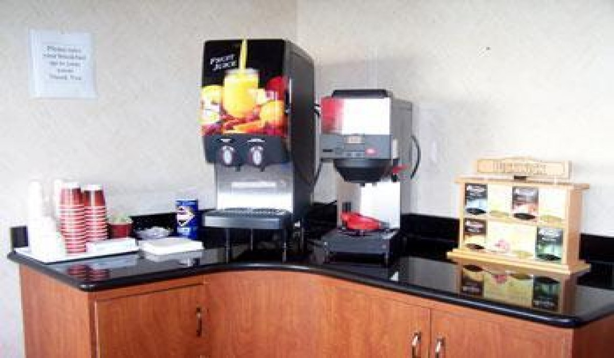 Alpha Inn & Suites San Francisco - Complimentary Coffee & Tea served in lobby