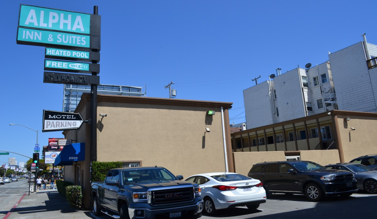 Alpha Inn & Suites San Francisco - Free limited parking is available at Alpha Inn