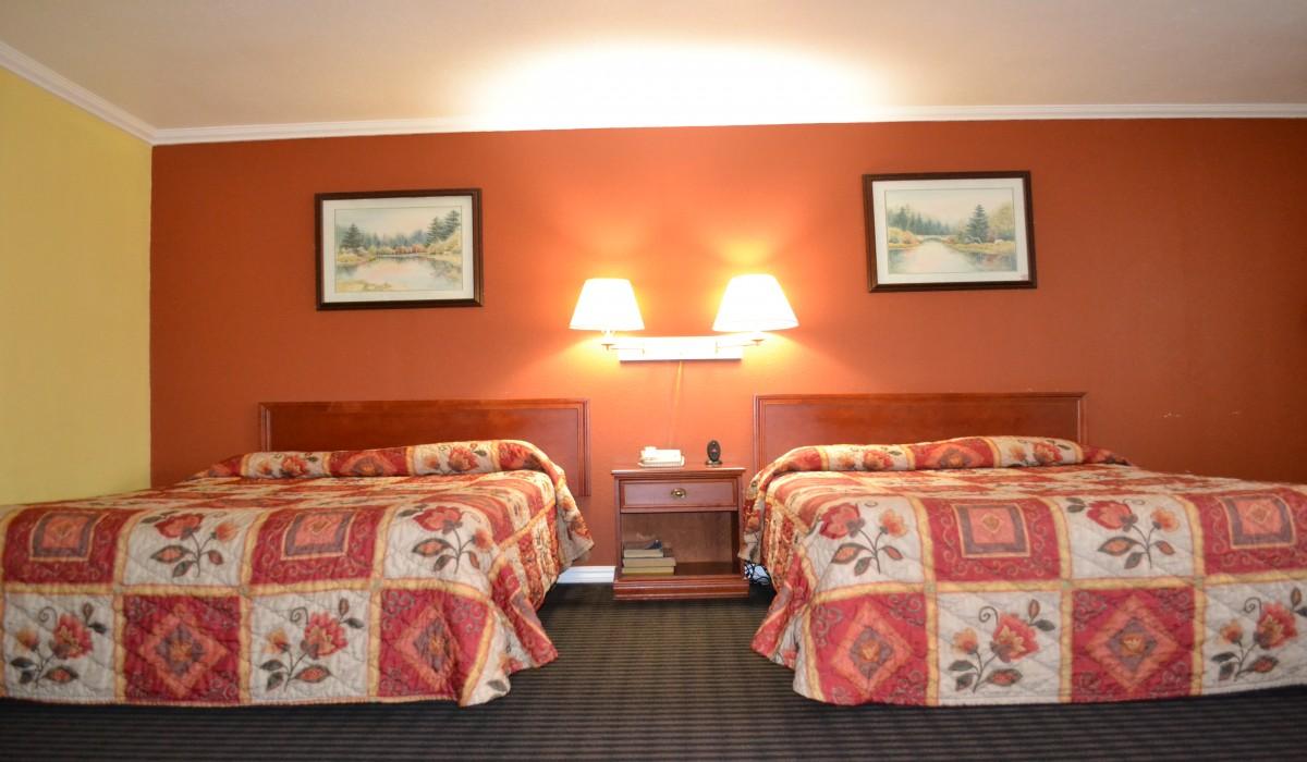 2 Queen Bedroom - Alpha Inn