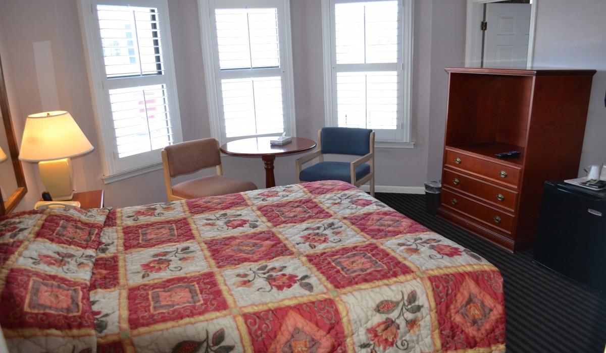 Queen Standard Bedroom
