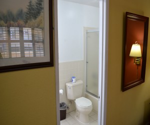 Alpha Inn & Suites San Francisco - All rooms feature Private Bathrooms